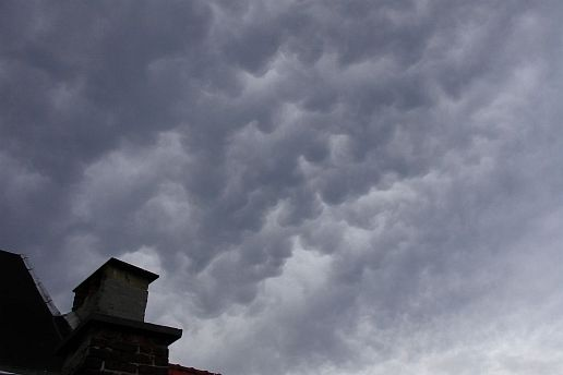 drifting mammatus cells
